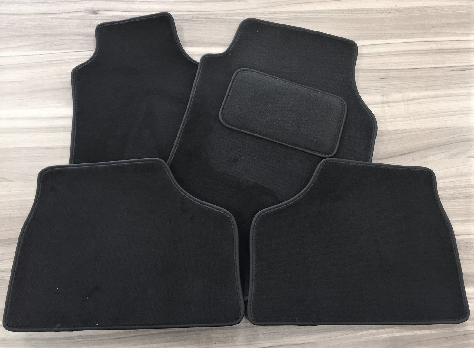 G Floor Mats >> Vauxhall Astra G Anthracite Velour Carpet Mat Set