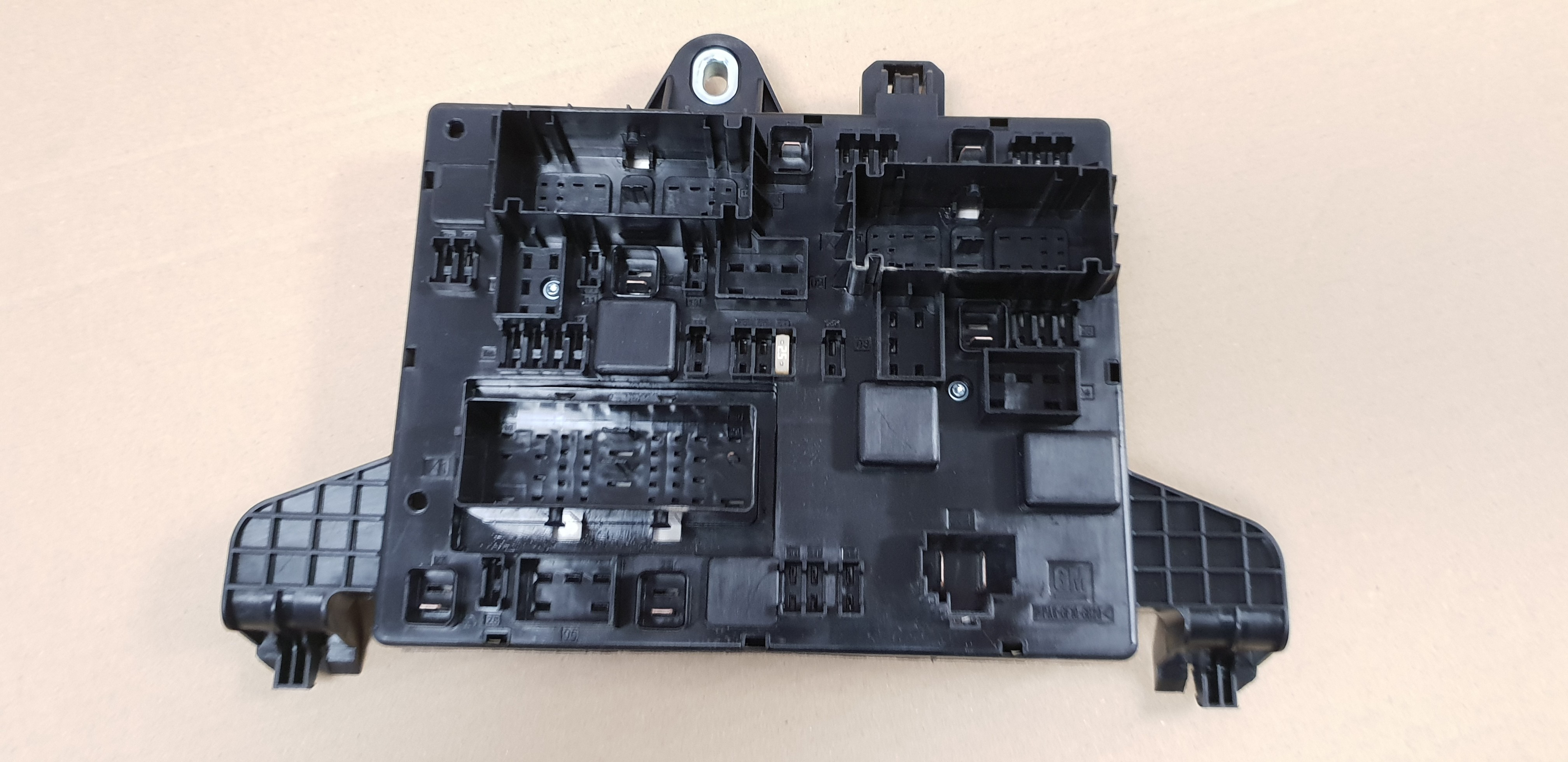 genuine vauxhall astra j, zafira c rear fuse box  hover to zoom